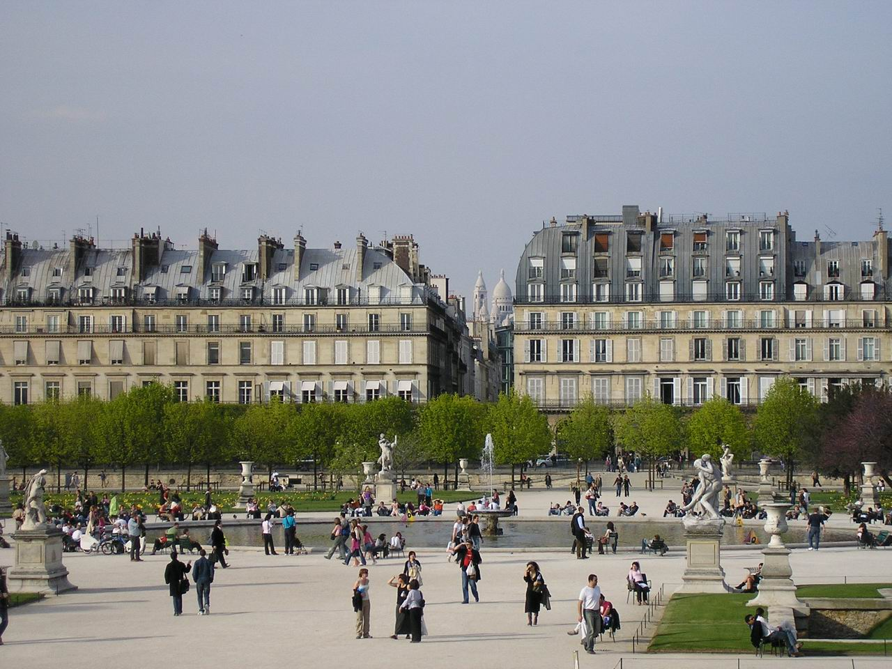 Encore life for Paris tuileries